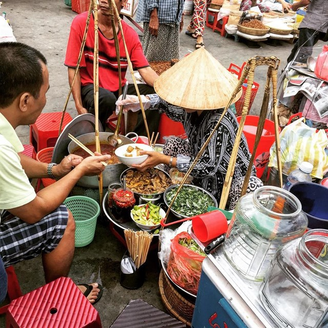 diadiemanuong-com-bi-kip-bo-tui-chuyen-foodtour-da-nang-khien-ban-muon-di-khong-muon-ve7753faf9635876721507659337