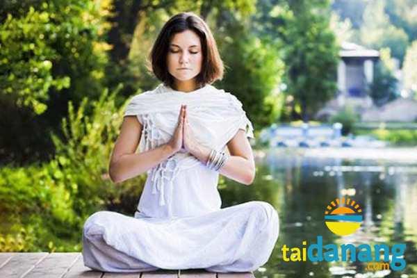 Thiền định hoặc luyện tập khí công ở Suối Lương