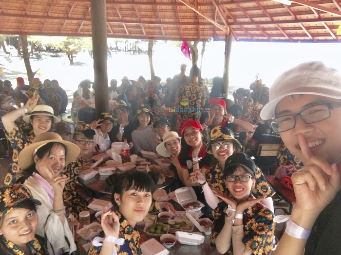 Thưởng thức các món ăn tại Cảnh Dương