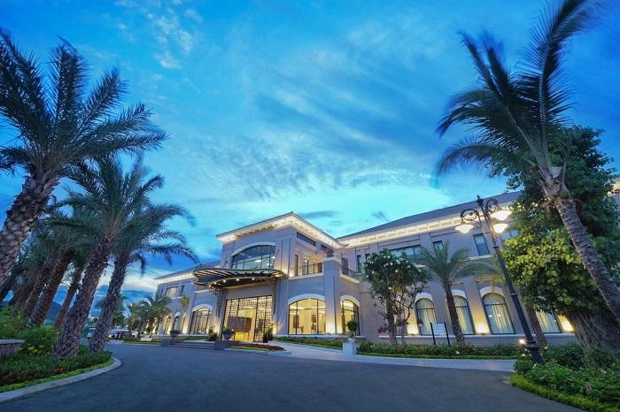 trai-nghiem-cuoc-song-thuong-luu-tai-top-5-resort-sang-chanh-nhat-da-nang-28