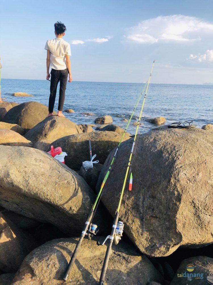 Dụng cụ cần thiết mang theo câu cá tại bãi Rạng