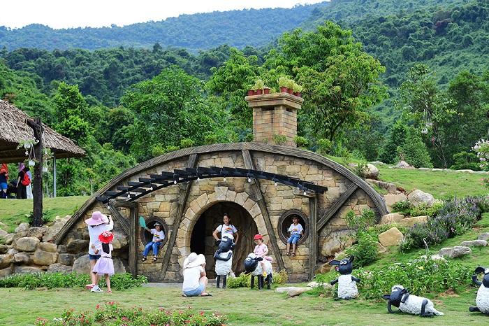 bach-ma-village-phien-ban-lang-nguoi-lun-hobbit-hot-ran-ran-o-hue-4
