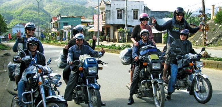 Khách thuê xe máy tại Bạc Liêu