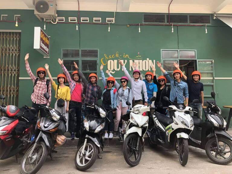 các bạn trẻ thuê xe máy tại Quy Nhơn
